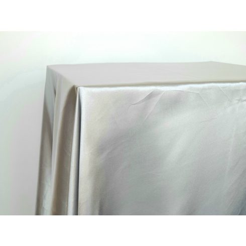 Ezüst szatén táblaabrosz kölcsönzés választható méretben