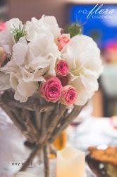 Vintage jellegű faág lábakon álló virágtartó bérlés