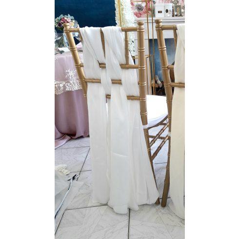 Törtfehér színű chiffon chiavari székhuzat, drapéria kölcsönzés