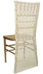 Fehér színű csipke székszoknya kölcsönzés Chiavari székekre