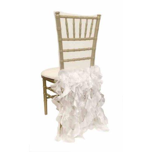 Fehér színű fodorzuhatag, székszoknya kölcsönzés Chiavari székekre