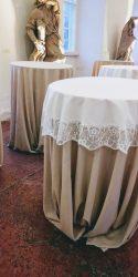 Fehér asztalközép kölcsönzés csipke szegéllyel