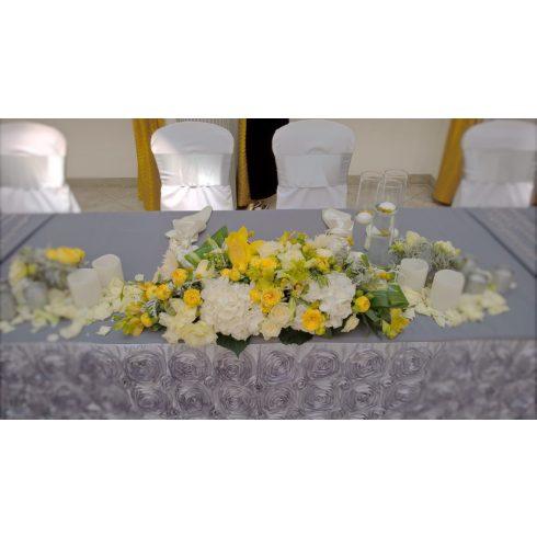 Szürke matt felületű táblaabrosz bérlése rózsamotívumos kasírozással