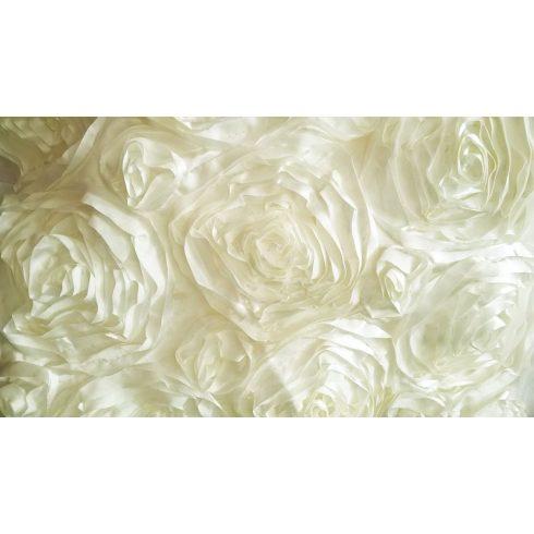 Krém színű szatén táblaabrosz bérlése rózsamotívumos kasírozással