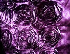 Padlizsán szatén táblaabrosz bérlése rózsamotívumos kasírozással