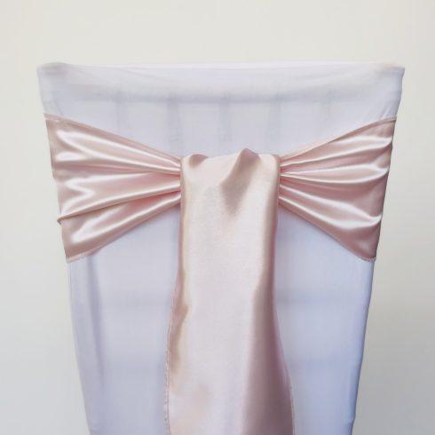Halvány púderrózsaszín színű szatén székmasni kölcsönzés